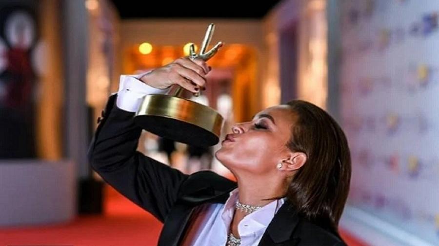 Oeil de feu à la surface de l'océan, vidéo